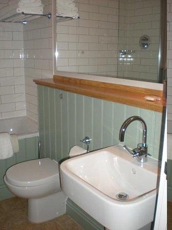 The Blue Boar Hotel: bathroom