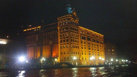 Hilton Molino Stucky Venice Hotel: Hilton at Night 