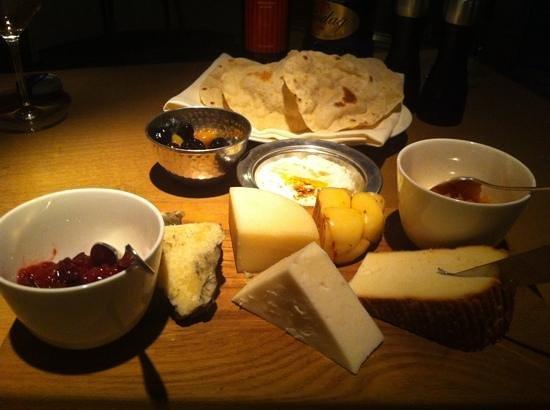แกรนด์ไฮแอท อิสตันบูล: cheeseboard