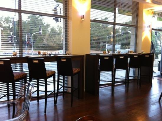 Melody Hotel   Tel Aviv - an Atlas Boutique Hotel: area colazione con sgabelli