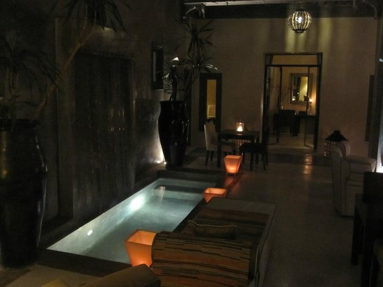 Riad Dar One: Foyer area at night.