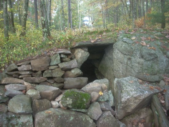 America's Stonehenge: A watchhouse that utilizes a glacial boulder as a side wall