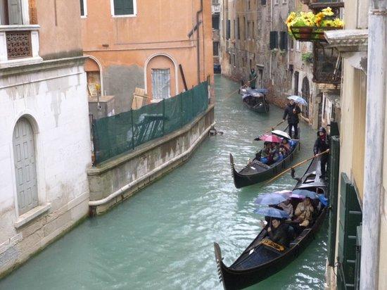 Hotel Casa Petrarca: Canal view