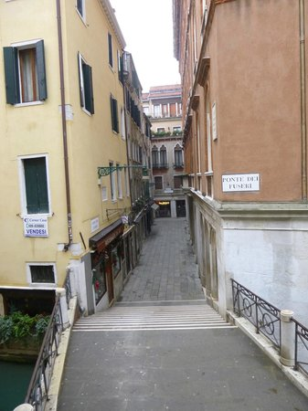 Hotel Casa Petrarca : Route to St. Mark's Square