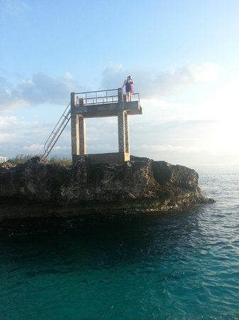 Sunset on the Cliffs Resort: Cliff jumping!