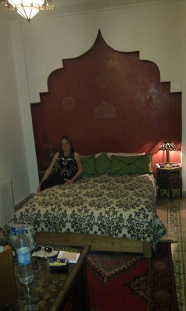 Riad Maison Belbaraka: bedroom in the Diva suite