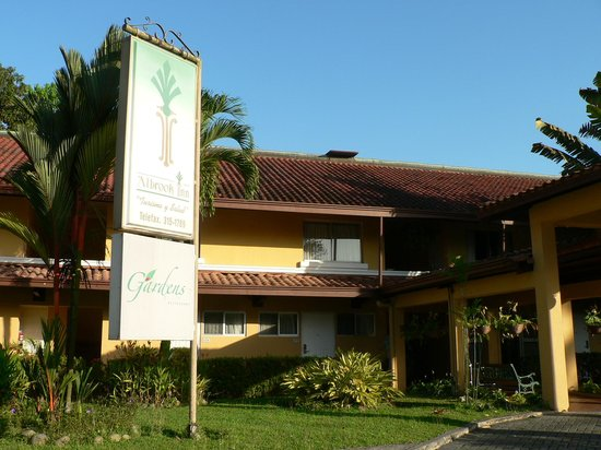 Albrook Inn: Front of hotel