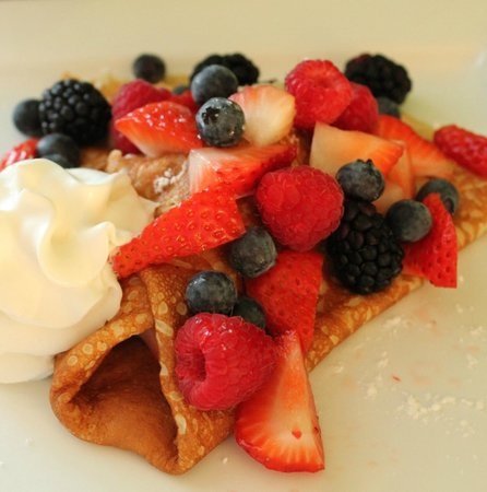 Sunshine Crepes: mixed berry