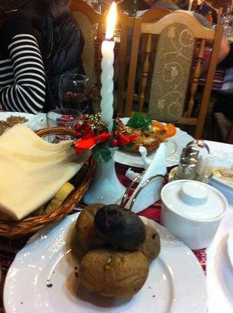 Shayan, Ukraine: обугленная картошка на святвечiр