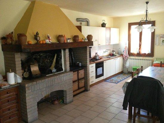 Grande Caminetto e Cucina - Foto di B&B Casa Cappelletti, Lastra a ...