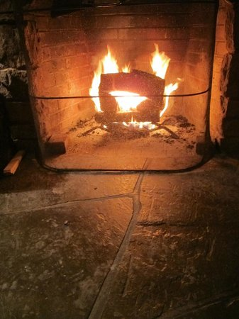 Glasbern Inn - Fogelsville / Allentown: Cottage fireplace