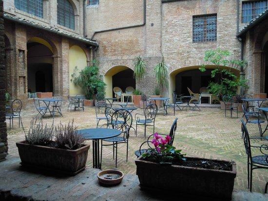 Il Chiostro del Carmine: Il cortile interno