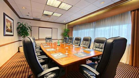 DoubleTree by Hilton Hotel Fort Lee - George Washington Bridge: Host your next Fort Lee, NJ meeting or event at our DoubleTree Fort Lee hotel.