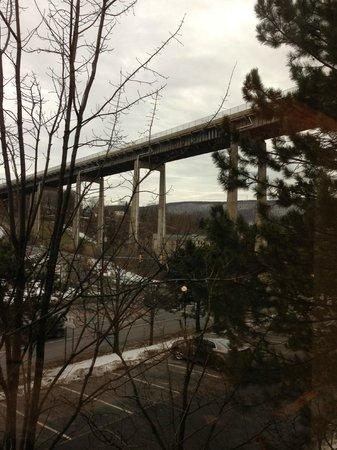 Nichols Village Hotel & Spa: Tallest overpass indeed...