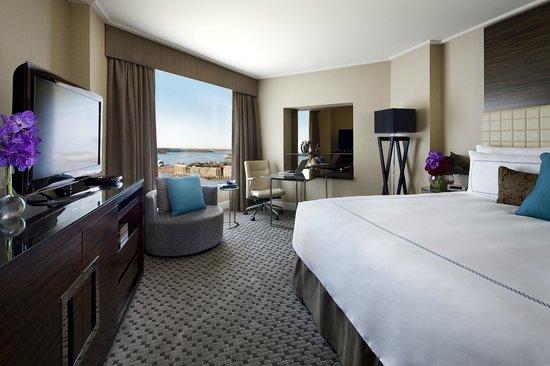 Four Seasons Hotel Sydney: Deluxe City Harbour Room