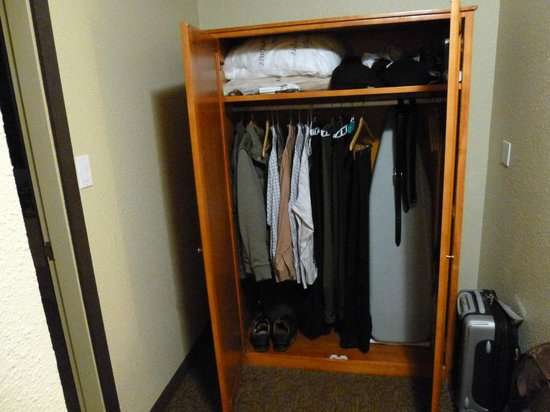 BEST WESTERN PLUS Abercorn Inn: Storage for clothes