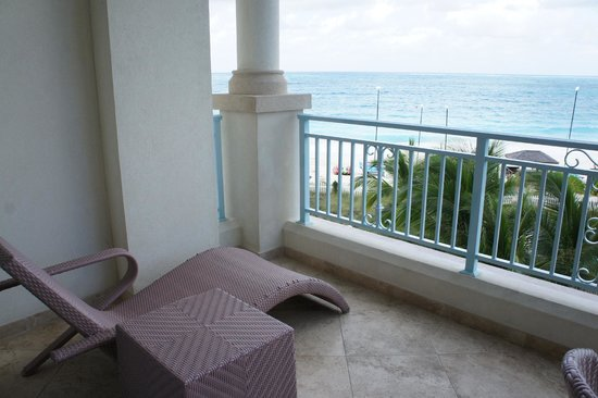 Seven Stars Resort & Spa: Junior Suite Ocean Front - lounge chairs