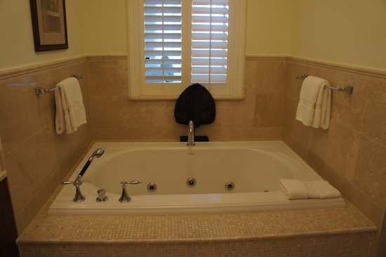 Seven Stars Resort & Spa: Junior Suite Ocean Front - bathroom continued!