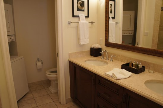 Seven Stars Resort & Spa: Junior Suite Ocean Front - huge, beatuiful bathroom