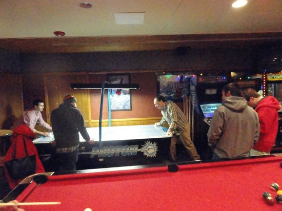 Ollie's Pub and Grub : Game room at Ollie's