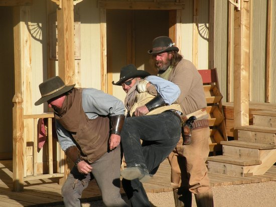 Tombstone Gunfighters: fight at the bank robbery