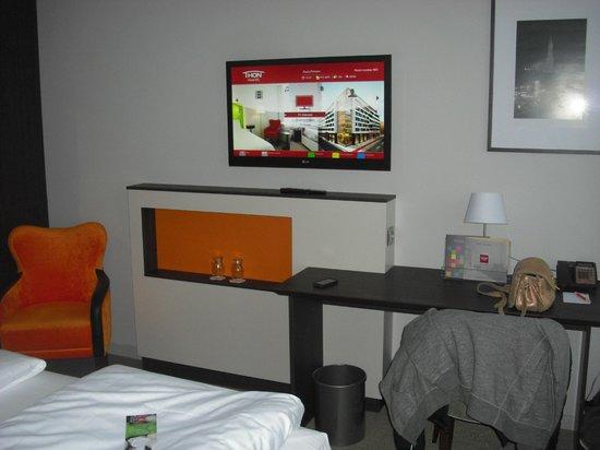 Thon Hotel EU: Tv com mil canais, inclusive Record Internacional