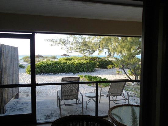 The Meridian Club Turks & Caicos: Porch area looking onto patio