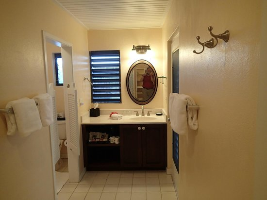 The Meridian Club Turks & Caicos: Toilet and shower area