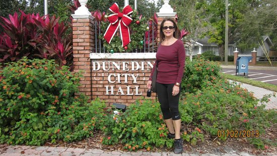 "Best Western Plus Yacht Harbor Inn: Walking to Dunedin town ""The City Hall"""