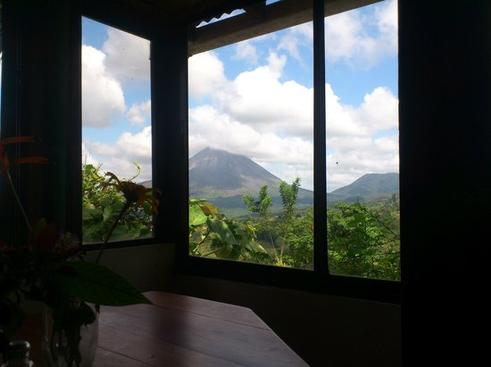 Essence Arenal Boutique Hostel: view while eating breakfast