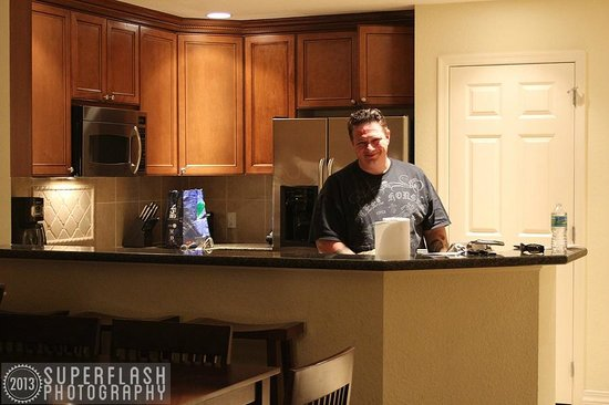 Reunion Resort of Orlando: Kitchen (& hubby!)