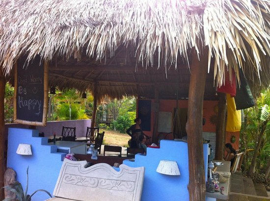 Empalme a Las Playas: Common area.. prepare to have fun here!