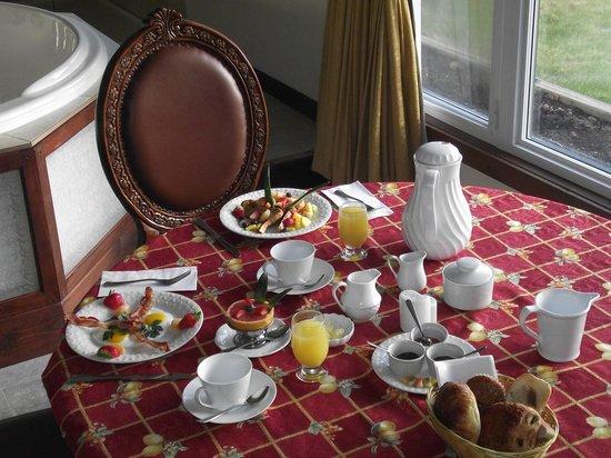 Auberge aux Nuits de Reve: Un petit déjeuner à la chambre