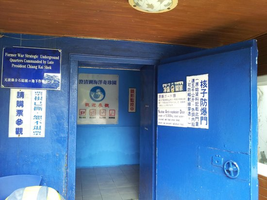 Chengcing Lake : Aquarium in a nuclear bunker