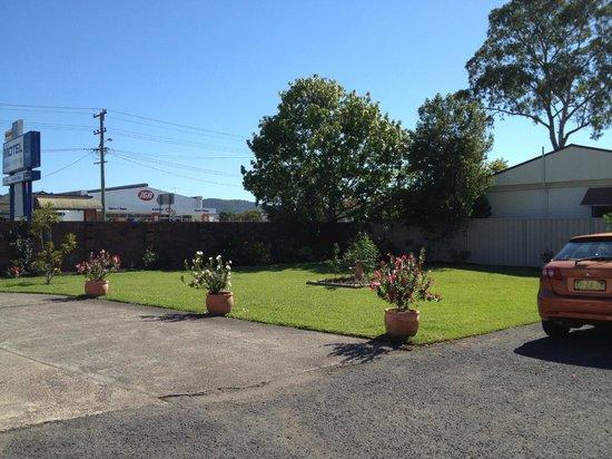 Karuah Motor Inn: Tidy yard