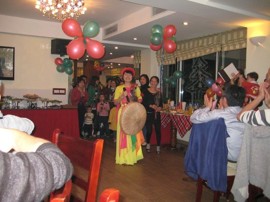 Moon View Hotel: Christmas Eve party