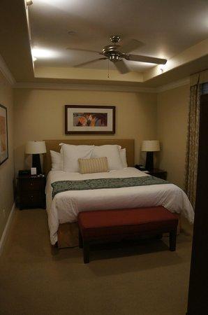 Dolphin Bay Resort & Spa: bedroom