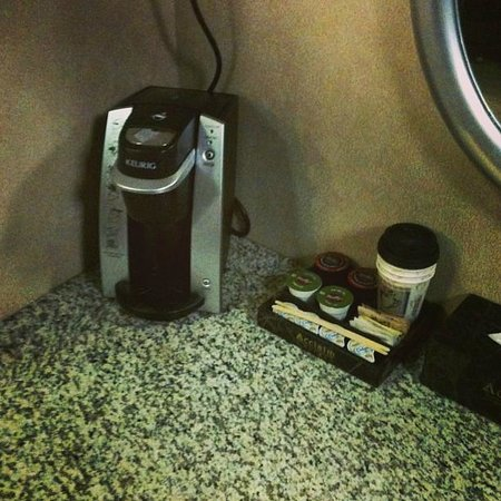Acclaim Hotel Calgary Airport: Keurig