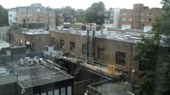 Mercure London Kensington: Yep, my view from bedroom window.