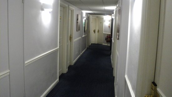 Mercure London Kensington: The floor I was on, very plain.