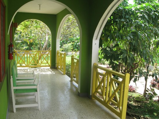 Pure Garden Resort: Beautiful Gardens, well maintained.