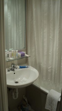 Mercure London Kensington: Toilet, ok I guess.