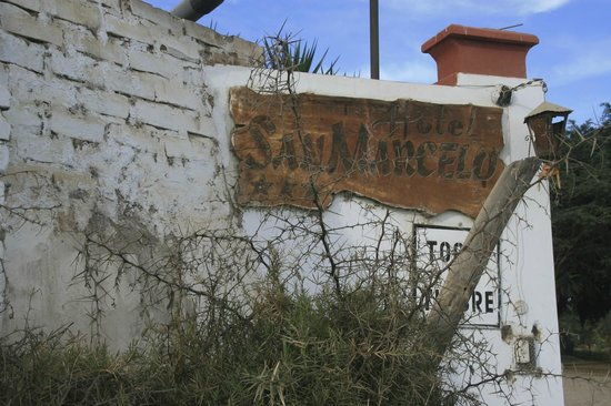 Hotel San Marcelo: Signage