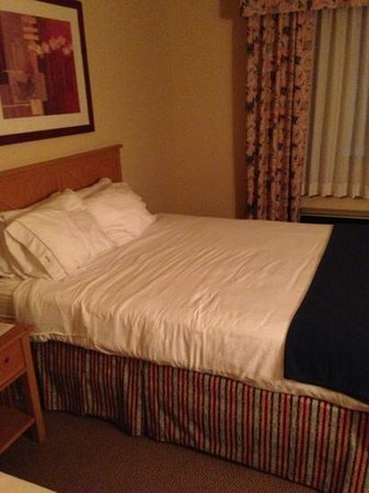 Lexington Inn & Suites - Goodyear / West Phoenix: bed