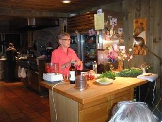 Yoga BnB: Raw food preparation demonstrations