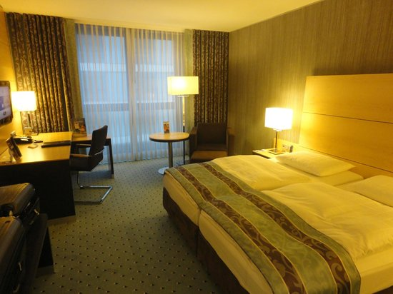 Maritim Hotel Duesseldorf : Habitación estandard