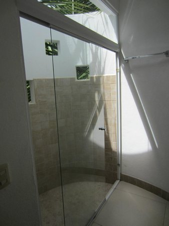 Hotel Casitas Sollevante: Outoor shower