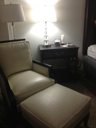 Hotel Indigo Nashville: Reading chair
