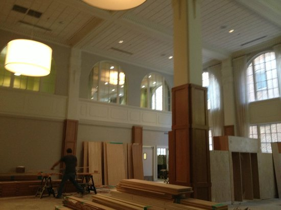 Hotel Indigo Nashville: Lobby under renovation
