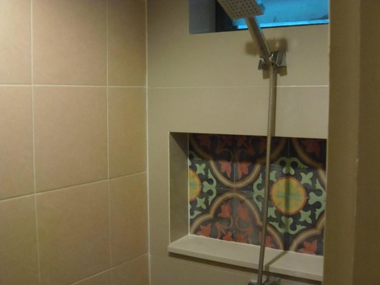 The Viridian Resort: Shower tiles - great water pressure